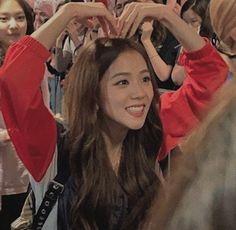 Kim Jennie, South Korean Girls, Korean Girl Groups, Memes Blackpink, Black Pink ジス, Blackpink Twice, Divas, Sick, Blackpink Members