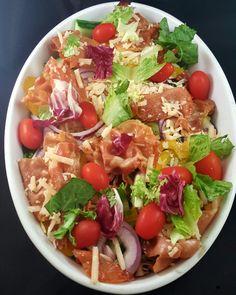 Avogtil kan en salat være like godt som lørsagskos som noe annet så lenge man har gode ingrediens...