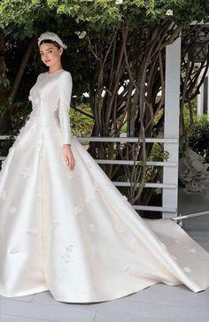 Classy Wedding Dress, Modest Wedding Gowns, Wedding Gowns With Sleeves, Wedding Dresses Photos, Long Sleeve Wedding, Princess Wedding Dresses, Dream Wedding Dresses, Designer Wedding Dresses, Bridal Gowns
