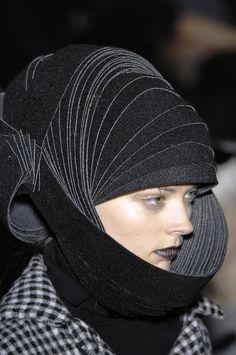 Articulated Headpiece with sculptural design - 3D fashion; alternative helmet; wearable art // Junya Watanabe