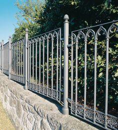 Cast-iron railings – 9502.0533VS http://www.modus.sm/en/products/railings/cast-iron-railings/9502-0533vs/9502-0533vs.asp?ID0=1291&ID0_=1291&ID1=1312&ID1_=1312&ID2=1339&ID2_=1339&ID3=1646&ID3_=1646&IDProdotto=1334&L=EN #ModusRailings #outdoorfurniture #inspiration #castiron #railing #castironrailing #ghisa #ringhiera #ringhierainghisa #neogothic #grey #balconies #design #architecture #follow