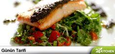 Gabriele Sponza'dan sağlığına ve diyetine yakışır bir balık tarifi! Yanında muhteşem bir soğan salatasıyla… #gununtarifi: Maydanoz ve Taze Soğan Salatalı Somon Tava