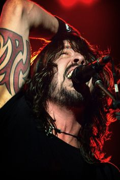 dave grohl -- foo fighters, nirvana, them crooked vultures, sound city players. Foo Fighters Dave Grohl, Foo Fighters Nirvana, Radiohead, Great Bands, Cool Bands, Bon Jovi, There Goes My Hero, We Will Rock You, Raining Men