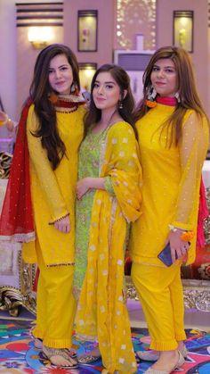 Fashion Shoes For Toddlers Pakistani Fashion Party Wear, Pakistani Wedding Outfits, Bridal Outfits, Simple Pakistani Dresses, Pakistani Dress Design, Pakistani Mehndi, Indian Dresses, Stylish Dresses For Girls, Stylish Dress Designs