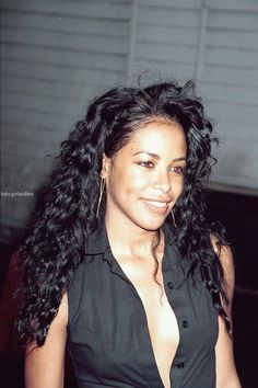 Aaliyah curly hair <3 beautiful woman may she rest n paradise forever ♡