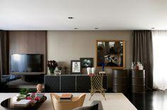 Estiloso e funcional. Veja: https://casadevalentina.com.br/projetos/detalhes/bonito,-funcional-e-cheio-de-estilo-521  #details #interior #design #decoracao #detalhes #decor #home #casa #design #idea #ideia #charm #cozy #charme #aconchego #style #estilo #casadevalentina #livingroom #saladeestar