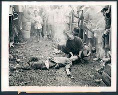 Press Photo 58 新闻老照片-悲痛欲绝 1944