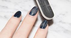 No time to hit the nail salon to remove those dip powder nails? We've got several ways on how to remove dip powder nails at home that actually WORK! Take Off Gel Nails, Take Off Acrylic Nails, Acrylic Nails At Home, Gel Nails At Home, Gel Nail Tips, Gel Polish Manicure, Glitter Gel Nails, Diy Nails, Gel Nail Removal