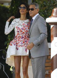 Aqui, Amal exibe o modelito no Hotel Cipriani Foto: STEFANO RELLANDINI / REUTERS
