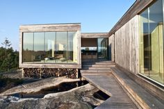 Photo: Bonytt This is a summer house situated on Hvaler in Norway, designed by its owner, architect Reiulf Ramstad . Residential Architecture, Contemporary Architecture, Interior Architecture, Norwegian House, Landscaping On A Hill, Glass Facades, Minimalist Home, Art Nouveau, House Design