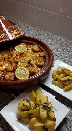 Tajine met gamba's en vis - Een super gezond en vooral smakelijk tajine recept met tomaten, ui, gemarineerde vis en gamba's en natuurlijk diverse kruiden.