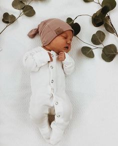 newborn photography, newborn photography session, older sibling with newborn pho… – Cute Adorable Baby Outfits Little Babies, Cute Babies, Foto Baby, Cute Baby Pictures, Cute Baby Clothes, Fall Clothes, New Born Clothes, Basic Clothes, Neutral Baby Clothes