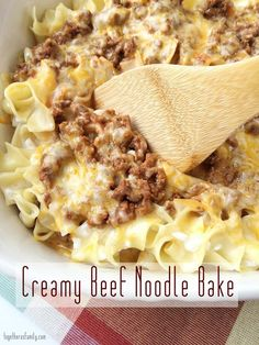 Creamy Beef Noodle Bake is a family favorite dinner!togetherasfam… Creamy Beef Noodle Bake is a family favorite dinner! Casserole Dishes, Casserole Recipes, Pasta Recipes, New Recipes, Dinner Recipes, Favorite Recipes, Recipies, Potato Recipes, Vegetarian Recipes