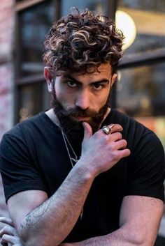 The Quiff Style Guide: What It Is & How To Style It Perfectly How To Style A Quiff Curly Hair ❤️ The quiff is an on-trend hairstyle that every modern man should try in his life. And here we are showing how to do it right! Quiff Haircut, Quiff Hairstyles, Hairstyles 2018, Male Haircuts Curly, Haircuts For Men, Curly Hair Tips, Short Curly Hair, Short Wavy, Hair And Beard Styles