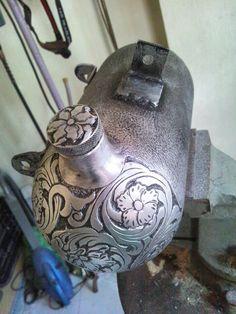 Engraved motorcycle oil tank #hoanghandengraving
