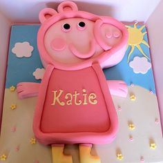 Peppa Pig Cake Pig Birthday, Birthday Cakes, Birthday Ideas, Birthday Parties, Pig Party, Party Snacks, Hungry Caterpillar Cupcakes, Pig Cakes, Thomas Cakes
