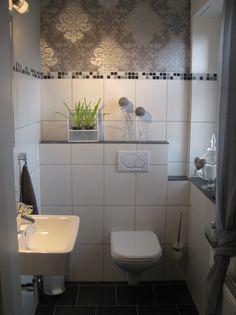 Gäste-WC mit Wandfliesen im Mauerverbund. Farblich passen aus der ...