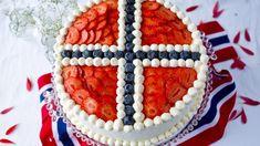 Bløtkake til 17. mai | Godt.no Norwegian Cuisine, Norwegian Food, Norwegian Recipes, Norway Food, Scandinavian Food, Cupcakes, Snacks, Cream Cake, Party