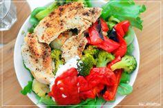 GoForFit.se - Lunch - Kycklingfilé, massor av broccoli och blomkål, paprika, grönsallad i form av spenat, ruccola och liknande blad samt kvarg och steviaketchup.