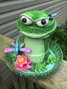 Clay pot frogClay pot frog 40 Pretty Paper Flower Crafts, Tutorials & Ideas What could be more lovely than flowers in bloom? Why, flowers that simply never stop bl. Clay Pot Projects, Clay Pot Crafts, Diy Clay, Diy And Crafts, Craft Projects, Flower Pot Art, Clay Flower Pots, Flower Pot Crafts, Flower Pot People