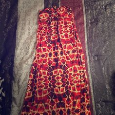 Size M. Sun/Maxi Dress‼️ Gorgeous design: reds, oranges and Browns with a strap to go around your neck. Size M. Sexy and comfy‼️ Dresses