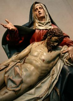 Step of the Sixth Anguish by Gregorio Fernández in polychrome wood Catholic Prayers, Catholic Art, Religious Art, Blessed Mother Mary, Blessed Virgin Mary, Rembrandt, La Pieta, Immaculée Conception, La Madone