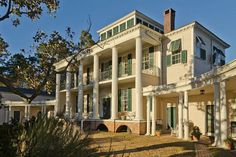 "Hayes Plantation, near Edenton, North Carolina, considered by architectural scholars to be ""one of the South's most accomplished examples of a five-part palladian villa,"" was designed by English-born architect, William Nichols, Sr., famous for his early Neoclassical-style buildings in the American. Construction of the house began in 1814, but was not completed until 1817. It belonged to Samuel Johnston (1733–1816), who served as Governor of North Carolina from 1787-1789. Photo: Kip Shaw"