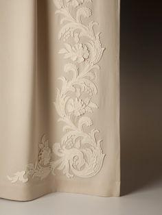 Выбор ткани и цвета для штор очень важный процесс в декорирование интерьера... Но не надо забывать, что правильный карниз, подхваты, кисти могут сделать…