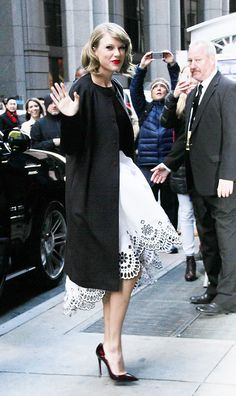 Taylor Swift Street Style: A Complete Guide - Celebrity Style - Skirt with Patterned / Cutout hem