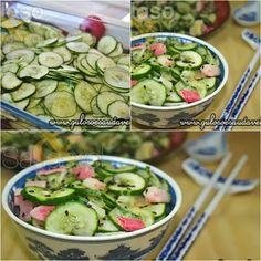 Para o #almoço temos Salada de Pepino Simples ou Sunomono! É rápida, leve, refrescante e com aquele saborzinho agridoce que eu adoro!  #Receita aqui: http://www.gulosoesaudavel.com.br/2012/09/03/salada-pepino-simples-sunomono/