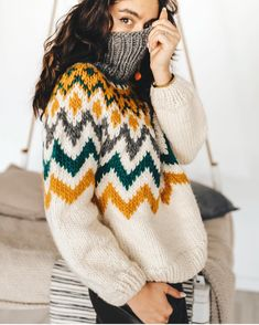 Lovely colors ♥️ by Knitting Terms, Fall Knitting, Sweater Knitting Patterns, Knitting Designs, Cute Sweaters, Winter Sweaters, Knit Fashion, Sweater Fashion, Nordic Sweater
