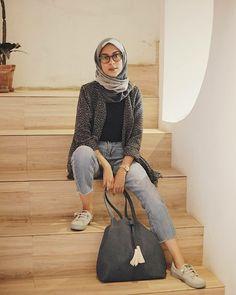 Hijab Casual, Ootd Hijab, Hijab Chic, Hijab Outfit, Casual Outfits, Fashion Poses, Hijab Fashion, Fasion, Sporty Look