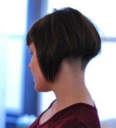 Idée Coiffure :    Description   Carré plongeant nuque rasée – le style dans le cou    - #Coiffure https://madame.tn/beaute/coiffure/idee-coiffure-carre-plongeant-nuque-rasee-le-style-dans-le-cou-18/