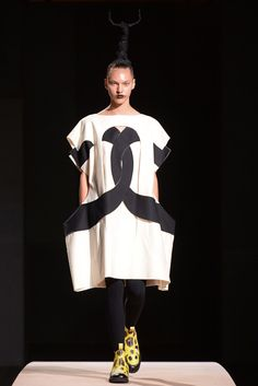 Comme des Garçons Spring 2014 Ready-to-Wear Fashion Show