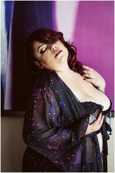 curvy  Winnipeg boudoir photographer