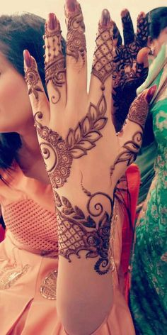 How Many of You will Try This Beautiful Hand Henna Design.
