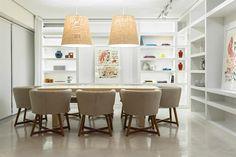 Un plan de luz para el living-comedor  Foto:Daniel Karp ver estantes detras para cocina comedor + lamparas