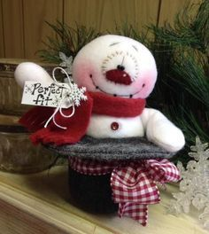 Christmas Snowman, Snowflake with Top Hat Super Cute! Christmas Sewing, Felt Christmas, Christmas Snowman, Winter Christmas, All Things Christmas, Christmas Ornaments, Felt Snowman, Snowman Crafts, Christmas Projects