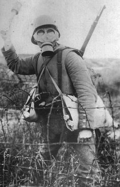 This is a German assault group soldier in a steel helmet, body armor and gas mask. gas mask were a very essential piece of equipment that allowed soldiers to breath during large gas attacks. World War One, Second World, First World, Ww1 Pictures, Ww1 Photos, Ww1 History, Military History, Personal Armor, Ww1 Soldiers