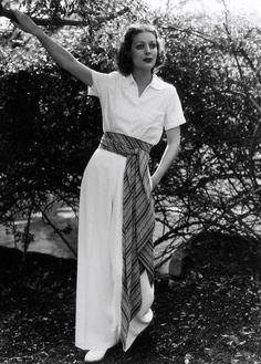 Loretta Young wearing wide leg jumpsuit. 1936 #vintagefashion #jumpsuits #1930sfashion #30sfashion