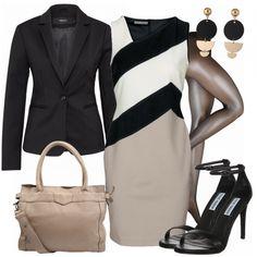 Eleganter Businesslook aus Etuikleid, schwarzen Sandaletten und schönen Ohrhängern mit goldenen Details... #fashion #fashionista #damenmode #frauenmode #mode #outfit #damenoutfit #frauenoutfit #inspiration #kleidung #anlass #bekleidung #casual #elegant
