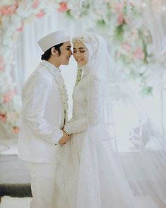 Bridal Hijab, Muslim Wedding Dresses, Wedding Hijab, Wedding Poses, Wedding Couples, Bridesmaid Dresses, Foto Wedding, Dream Wedding, Muslim Nikah