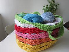 Crochet your own yarn bag :) ❥Teresa Restegui http://www.pinterest.com/teretegui/❥