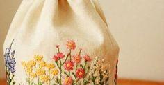 秋の花刺繍巾着 . #刺繍#手刺繍#ステッチ#手芸#embroidery#stitching#자수#broderie#bordado#вишивка#stickerei#花の刺繍#巾着#ハンドメイド#handmade | Meus bordados favoritos | Pinterest