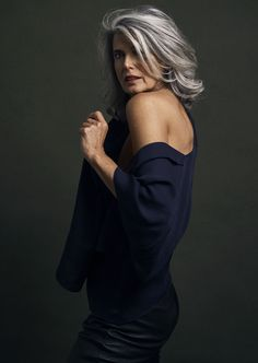58 Bob hairstyles for 2019 - Hairstyles Trends Grey Hair Styles For Women, Medium Hair Styles, Short Hair Styles, Long Gray Hair, Silver Grey Hair, Grey Hair Over 50, Pelo Color Plata, Silver Haired Beauties, Grey Hair Inspiration