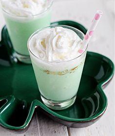 Cocktail recipe for a Mint Chocolate Baileys Milkshake made with Baileys Irish Cream Chocolate Mint ice-cream Grasshopper Cocktail Recipes, Chocolate Baileys, Mint Chocolate, Chocolate Recipes, Baileys Milkshake, Milkshakes, Green Cocktails, Mint Ice Cream, Saint Patrick