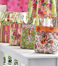 DIY Beach Bags... I want to make one of these for our summer holiday!!