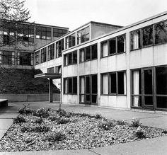 Hochschule für Gestaltung Ulm (Ulm School of Design). Designed by Max Bill; completed in 1955. Photo by Peter Seitz.