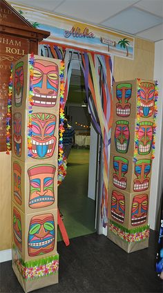 Totem for Hawaiian party                                                                                                                                                                                 Más