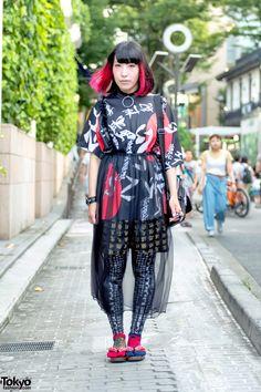 Kanji Print Fashion on Cat Street in Harajuku Asian Street Style, Tokyo Street Style, Japanese Street Fashion, Tokyo Fashion, Harajuku Fashion, Street Styles, Fashion News, Fashion Models, Harajuku Style